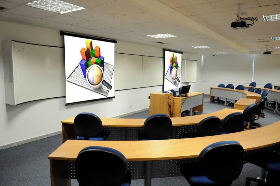 IBEMEC - sala de aula e laboratório com projeção e som